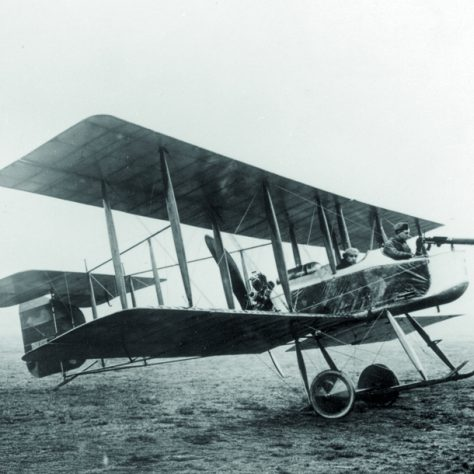 Vickers Gunbus. A biplane. At the front a soldier holds a gun.